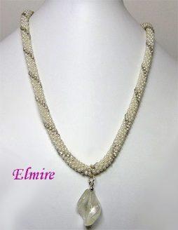 Collier de perles Elmire,Métiers d'Art & Cadeaux met toute son expertise à votre disposition pour faire de chaque collier une promesse d'enchantement. Pour elle, choisissez un collier de perles.