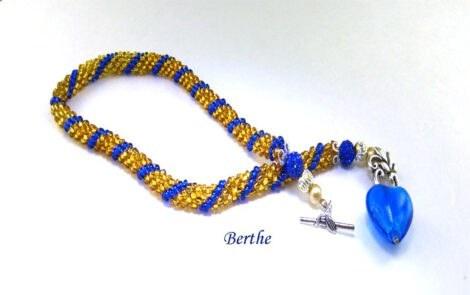 collier perles de verre avec perles Shambella