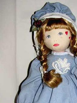 Poupée de chiffon Cloé bleue C'est moi Cloé, je suis la poupée de chiffon peinte à la main par: Isa Belle Duceppe Je suis une pièce unique Je ferais le cadeau idéale pour une petite maman. Je suis lavable ainsi que mes vêtements.