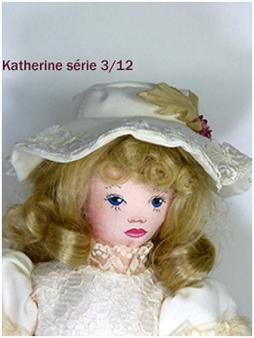 Magnifique poupée de chiffon le visage est peint a la main.