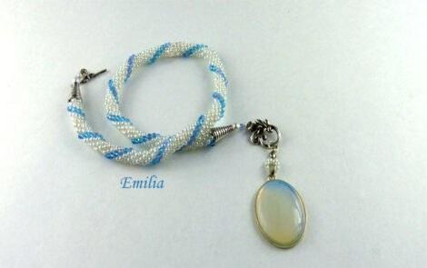 Collier de perles Emilia-www.metiersdart-cadeaux.com