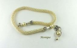 Collier de perles entièrement fait a la main. www.metiersdart-cadeaux.com