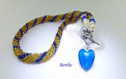Collier de perles Berthe, www.metiersdart-cadeaux.com perles or insertion perles bleue