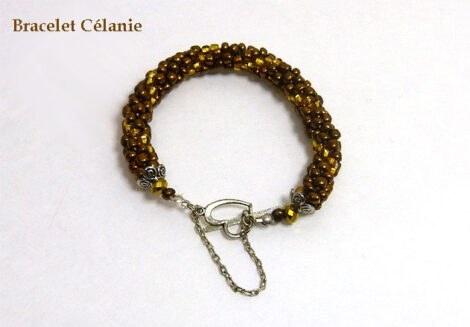 Bracelet Célanie est fait de perles bronze et or avec attache pour personnes qui ont de la difficultées pour attacher le fermoir est en forme de coeur son bracelet, il y a aussi une chaine de sécurité