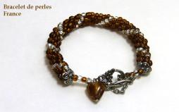 Bracelet bronze avec une ligne de verre transparent (blanc) un fermoir pour les personnes qui ont de la difficulté a bien voire son diamètre est de 23cm