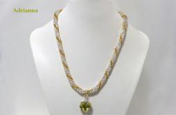 Collier de perles en verre transparent. pièce unique qui vient avec son certificat.