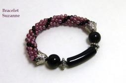 Bracelet de perles Cédulie Ce magnifique bracelet est composé de perles vieux rose avec insertion de perles noires il est extensible, pas de souci pour l'attacher. La livraison est gratuite au Canada seulement, cependant nous livrons dans le monde entier. Les taxes sont incluses.
