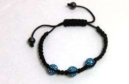 Le bracelet shamballa est la véritable source d'égalité Le chakra de la gorge associé à la couleur bleu clair se situe au milieu de la gorge. Sa signification: Il concerne la communication, la vérité, la sagesse, la créativité mais encore l'expression de soi et l'honnêteté. Chakra de la gorge déséquilibré